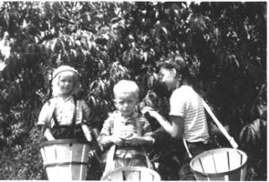 Hathaway Farm - Children at orchard
